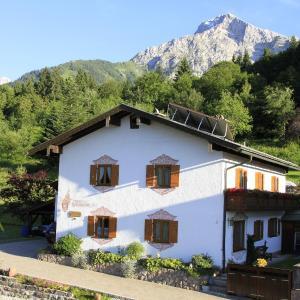 Hotel Pictures: Ferienwohnung Haus Karlsbad, Berchtesgaden