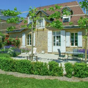 Hotel Pictures: Maison De Gardien I, Saint-Médard-d'Excideuil