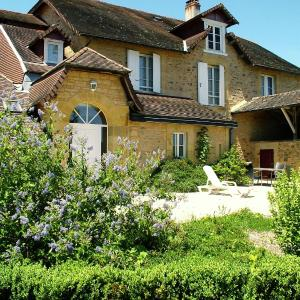 Hotel Pictures: Maison De Gardien Ii, Saint-Médard-d'Excideuil