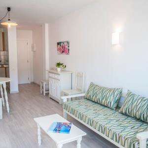 Hotel Pictures: Apartamentos Loar, Ferreries