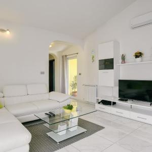 Hotel Pictures: Apartment Martina, Ližnjan