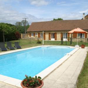 Hotel Pictures: Maison De Vacances - Besse, Saint-Pompont