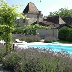 Hotel Pictures: Maison De Vacances - Eyliac, Saint-Pierre-de-Chignac
