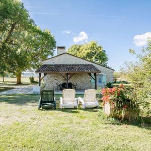 Hotel Pictures: Maison De Vacances - Saint-Nexans, Saint-Nexans