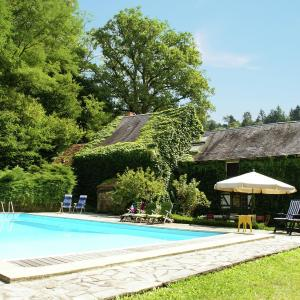 Hotel Pictures: Maison De Vacances - Préporché, Moulins Engilbert