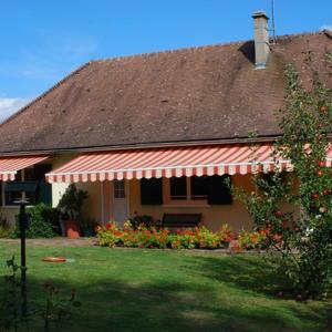 Hotel Pictures: Balcon de Pannecière, Chaumard