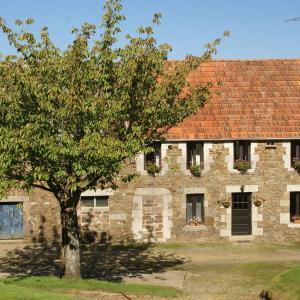 Hotel Pictures: Maison De Vacances - Sourdeval-Les-Bois, Montaigu-les-Bois