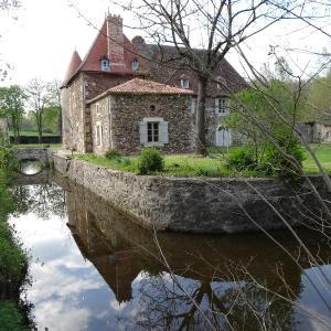 Hotel Pictures: Chateau de Chambes, Roumazières