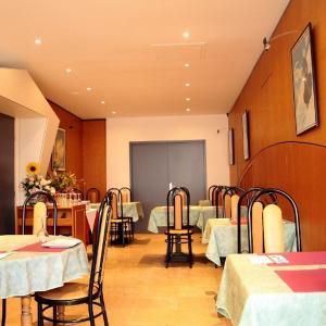 Hotel Pictures: Hôtel Restaurant Pourcheresse, Dole
