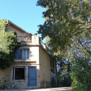 Hotel Pictures: Maison Village Sillans La Cascade, Sillans-la Cascade