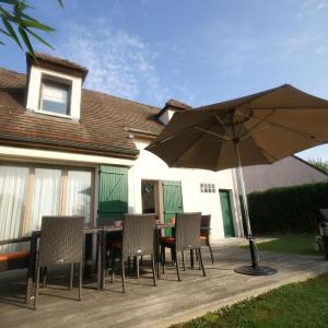 Hotel Pictures: Maison De Vacances - Mesnil-Saint-Pere 2, Mesnil-Saint-Père