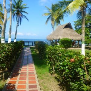 Hotel Pictures: Bungalow La Mar, frente a la playa, Tolú