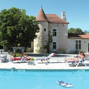 Hotel Pictures: Maison De Vacances - Lencloître, Boussageau