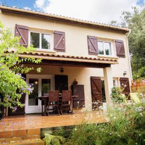 Hotel Pictures: Maison De Vacances - Aubais 1, Aubais