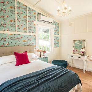 Hotel Pictures: Little Violet, Belgrave