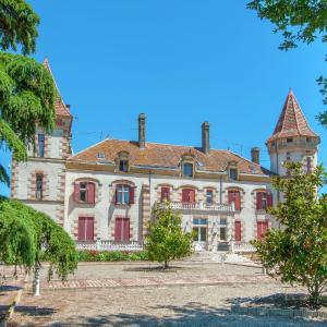 Hotel Pictures: Apartment Chateau De Lastours - Appartement Jasmin, Espalais