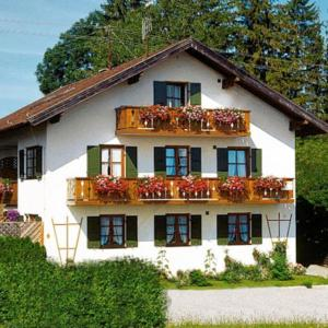 Hotel Pictures: Apartment Bad-Kohlgrub, Bad Kohlgrub