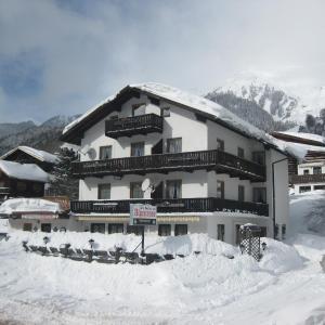Hotel Pictures: Gasthaus Alpenrose, Pettneu am Arlberg