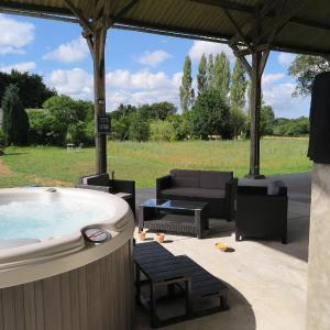 Hotel Pictures: Holiday home Douar-Bouillon, La Chapelle-Neuve