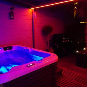 Hotel Pictures: Gites'n Spa : jardin de Thaïlande, Tourcoing