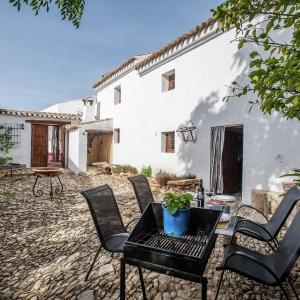 Hotel Pictures: Holiday Home La Casa Vieja, Fuentes de Cesna