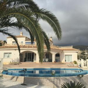 Hotel Pictures: Lux Vlla Oriola, El Campello