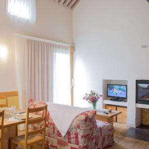 Hotel Pictures: Village de Gîtes du Mas De La Barque, Villefort