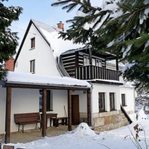 Hotel Pictures: Holiday home in Jilove u Drzkova 1722, Jílové u Držkova
