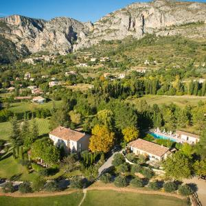 Hotel Pictures: La Bastide De Moustiers -Chateaux et Hotels Collection, Moustiers-Sainte-Marie