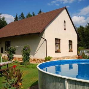 Hotel Pictures: Two-Bedroom Holiday home with Pool in Dvůr Králové nad Labem/Riesengebirgsvorland 1304, Zdobín