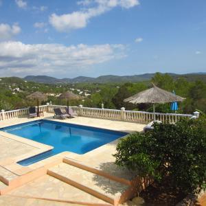 Hotel Pictures: Holiday home Casa Rosada 1, Es Cubells