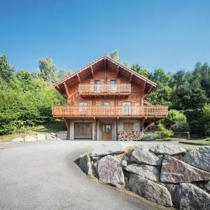 Hotel Pictures: Chalet De La Roche, Anould