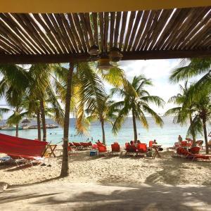 Hotel Pictures: Blue Bay Beach Villas, Blue Bay