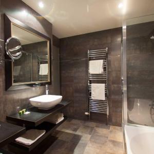 Hotel Pictures: Hôtel Le Cheval Blanc, Langres