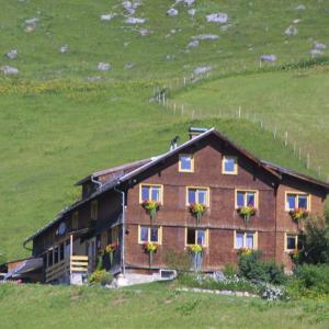 Hotelbilleder: Moosbrugger, Warth am Arlberg