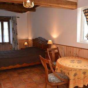 Hotel Pictures: Holiday home Domaine Du Moulin Des Sandaux 2, Pineuilh