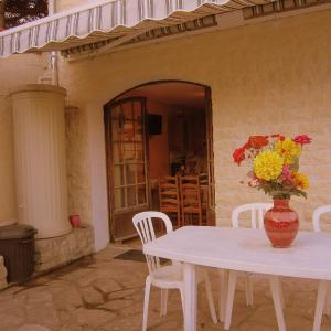 Hotel Pictures: Ravinala, Chelles