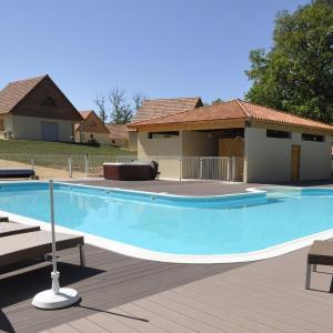 Hotel Pictures: Le Lac Bleu, Lacapelle-Marival