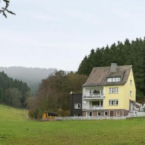 Hotel Pictures: Apartment Ferienwohnung Eslohe 1, Eslohe