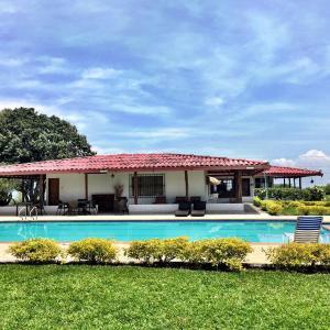 Hotel Pictures: Hacienda Villa Hermosa, Cerritos