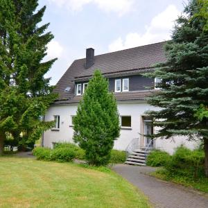 Hotel Pictures: Holiday home Die Alte Schule 1, Schmallenberg