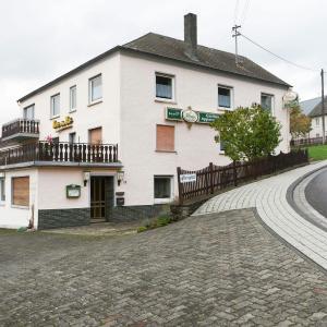 Hotel Pictures: Apartment Wallesch 2 2, Übereisenbach