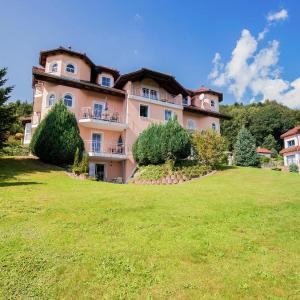 Hotel Pictures: Apartment Bergschlösschen Pilgramsberg 2, Wiesenfelden