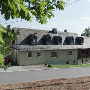 Hotelbilleder: Apartment Ferienhof Im Vogtland 1, Schoneck