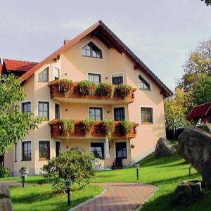 Hotelbilleder: Karola, Moosbach