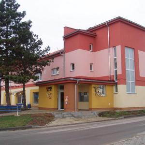 Hotel Pictures: Kulturně Společenské Centrum, Hrušky