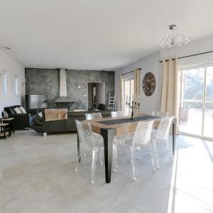 Hotel Pictures: Pool Villa at the Gates of Luberon, Saumane-de-Vaucluse