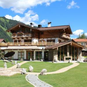 Hotel Pictures: Chaletresort Lech, Holzgau