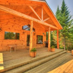 Hotel Pictures: Le St Bernard - Les Chalets Spa Canada, La Malbaie