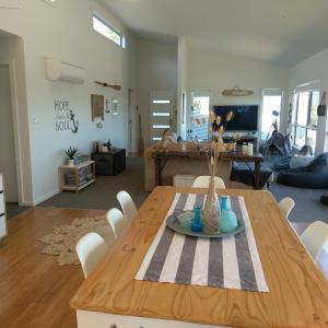 Hotel Pictures: Surf Mist Beach House, Low Head